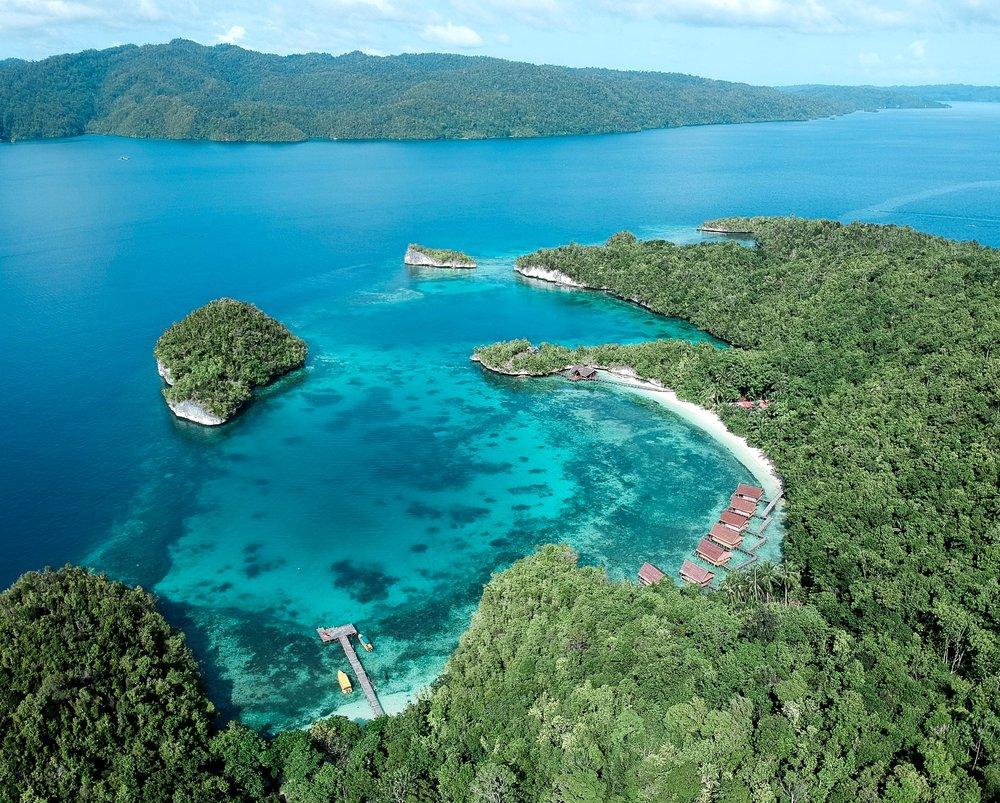 curio.trips.indonesia.raja.ampat.private.island.heart.drone-4.jpg