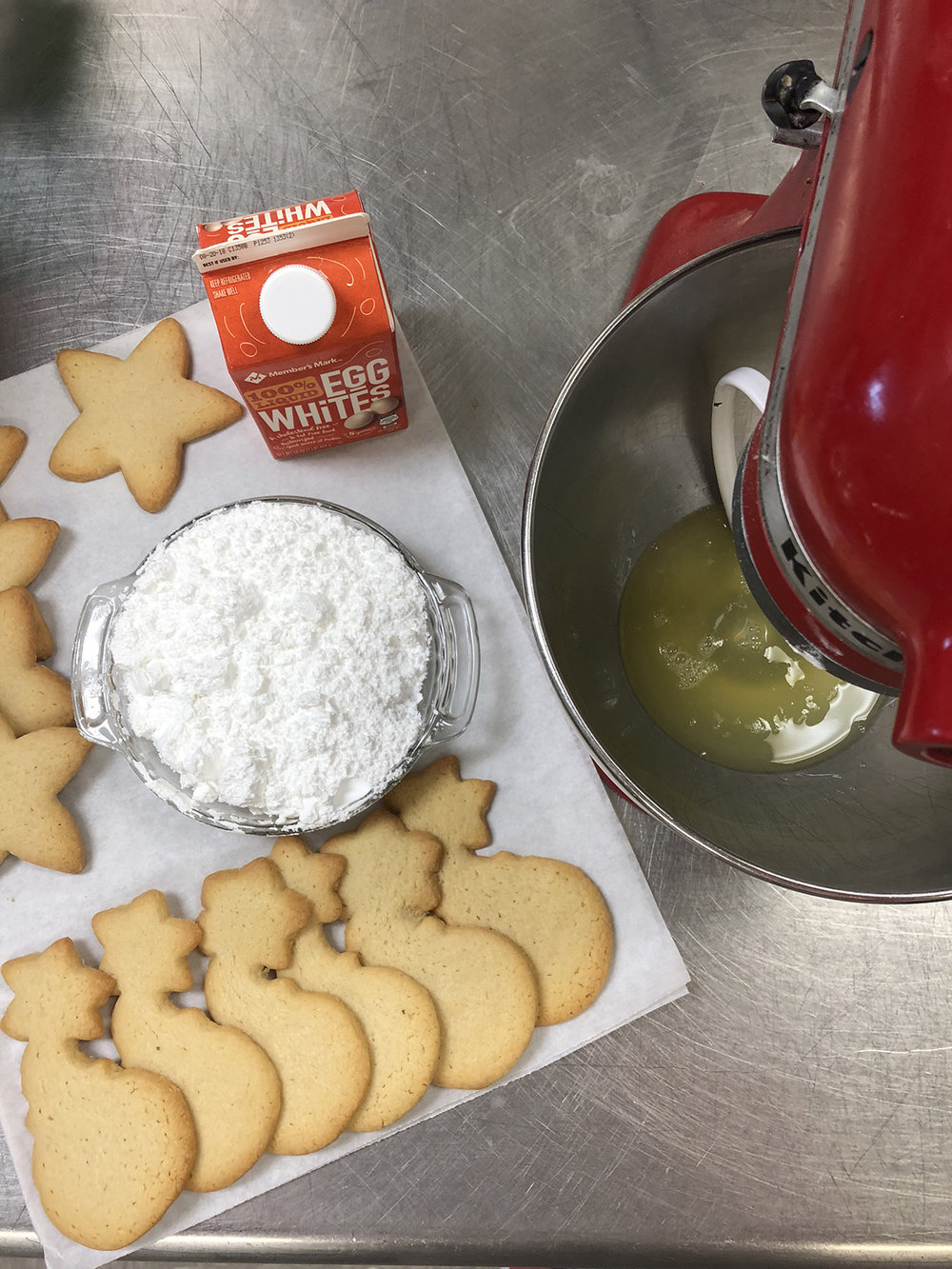 Sugar CookiesRoyal Icing - 3 oz (6 tablespoons) pasteurized egg whites from a carton (see note)4 cups confectioners sugar1 t vanillaFood coloring (optional)