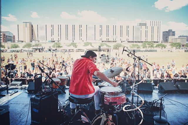 @mopopfestival 002: @hhiiggzz doing his thing on the drums ... 📸 by @bryanhiglesias