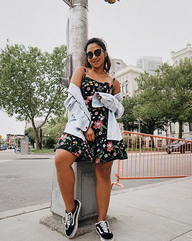 """""""Ate too much this weekend so I gotta wear a flowly dress and cover my bloated belly with my hand"""" pose . . . . . . #oldnavystyle #oldnavy #vansgirls #ootdshare #ootdguide #vscofashion #ootdasia #ootdwatch #nycblogger #whowhatwear #asseenonme #minimalstreetstyle #summerstyle #wearetothe9s"""
