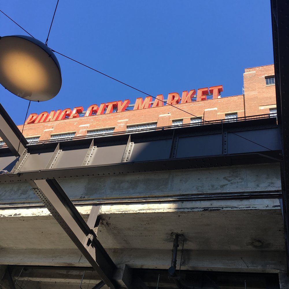 Ponce City Market is any shoppers dream come true! From it's many shops (s/o to Jcrew & my strong love for Goorin Bros Hat Company) to the enormous and diverse food market, Ponce City has a little treatsie for everyone who visits!