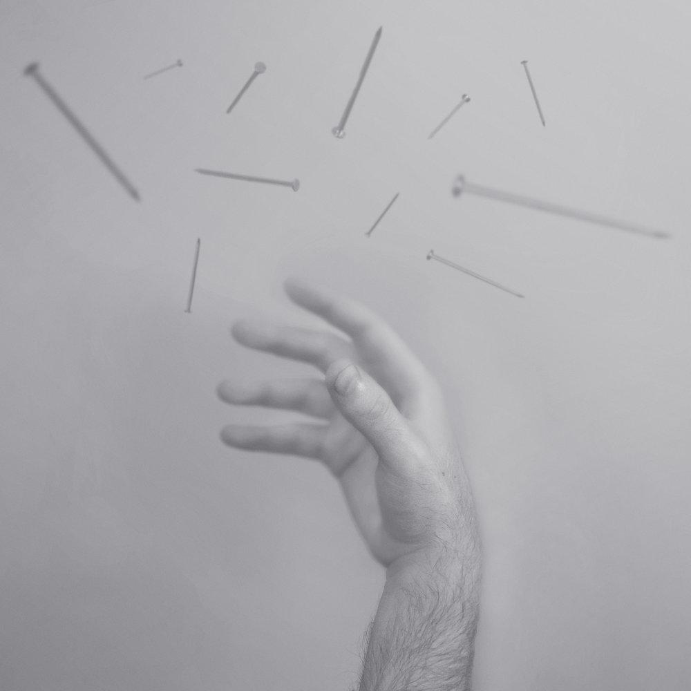 hand_nails_300.jpg