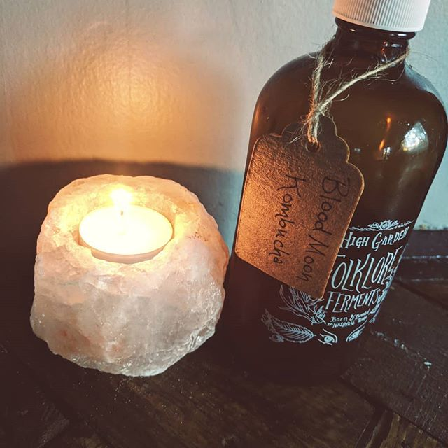 "News Flash! This might be our favorite fall beverage! When your favorite hang @highgardentea makes a batch of ""blood moon"" kombucha and you can't help but hum ""all the restless bodies movin, underneath the hunters moon""  @wearekasl #huntersmoon"