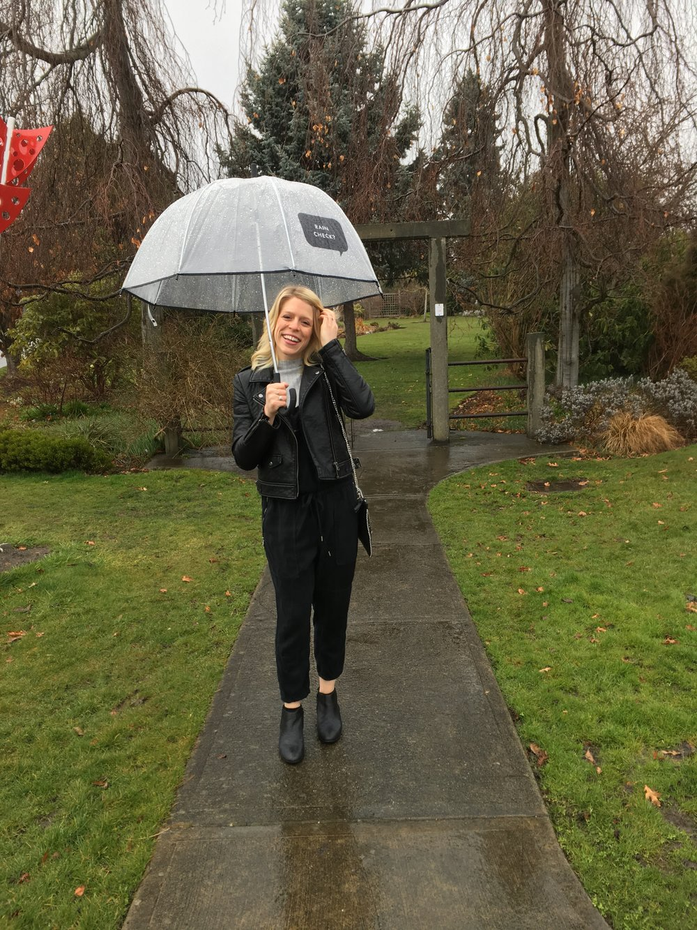 Kate Spad e Rain Check? Umbrella c/o Elyse Longair