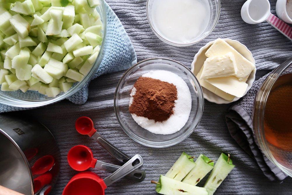 Diced apples, cinnamon, sugar, vanilla extract, butter, and apple cider vinegar.