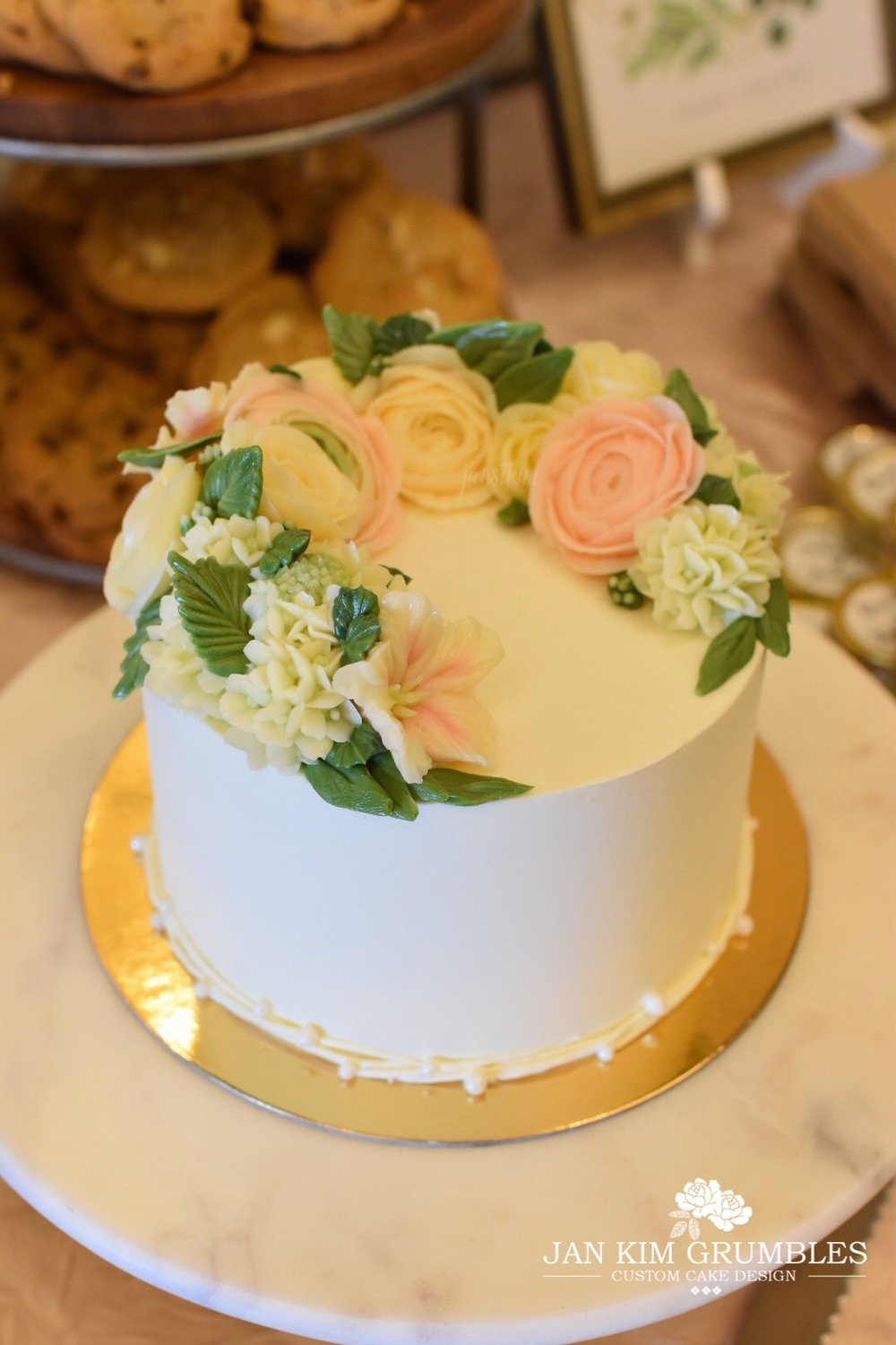 A petite wedding cake and cupcake tier — Jan Kim Grumbles