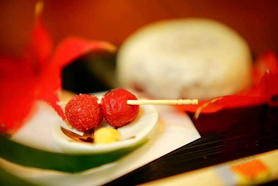 ps.こんな素敵な和菓子なら、嬉しい春がやってきそうですね!お祝いにも、ぜひ。(^ ^)
