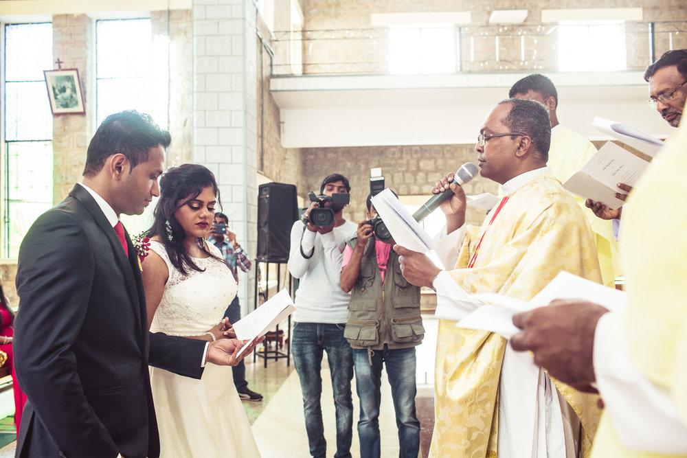 Candid-Photography-Christian-Wedding-Bangalore-0046.jpg
