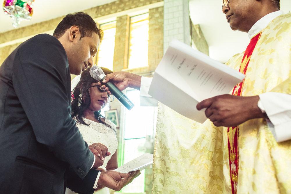 Candid-Photography-Christian-Wedding-Bangalore-0047.jpg