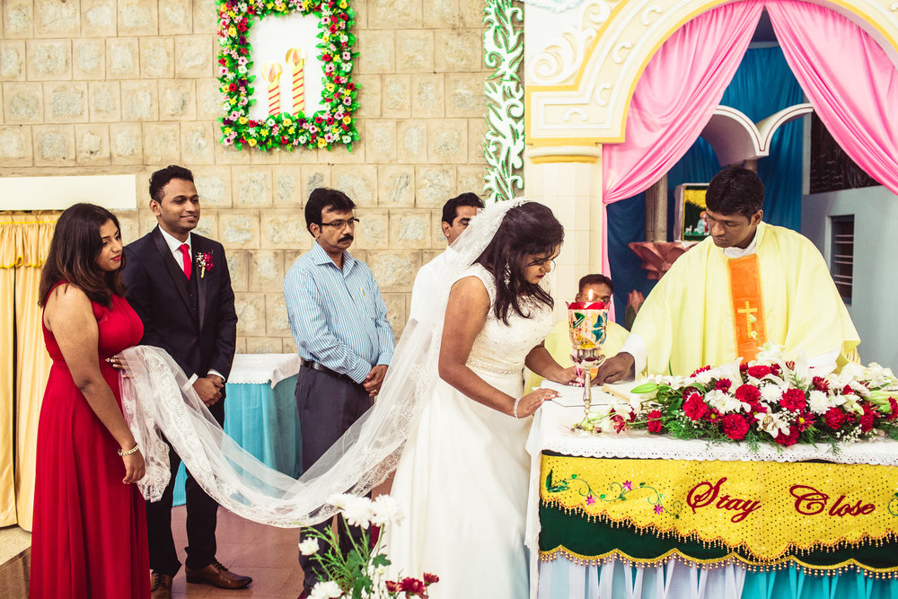 Candid-Photography-Christian-Wedding-Bangalore-0068.jpg