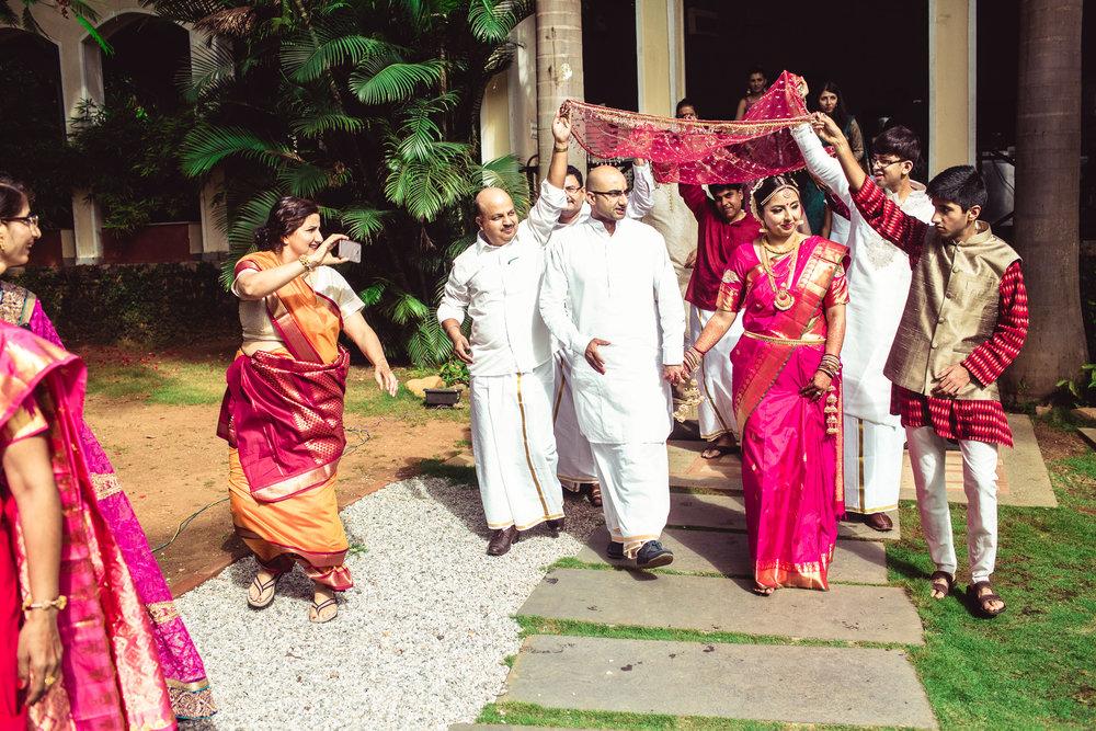 Candid-Photography-Tamil-Brahmin-Wedding-Bangalore-0048.jpg