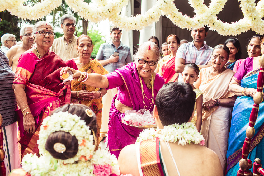 Candid-Photography-Tamil-Brahmin-Wedding-Bangalore-0061.jpg
