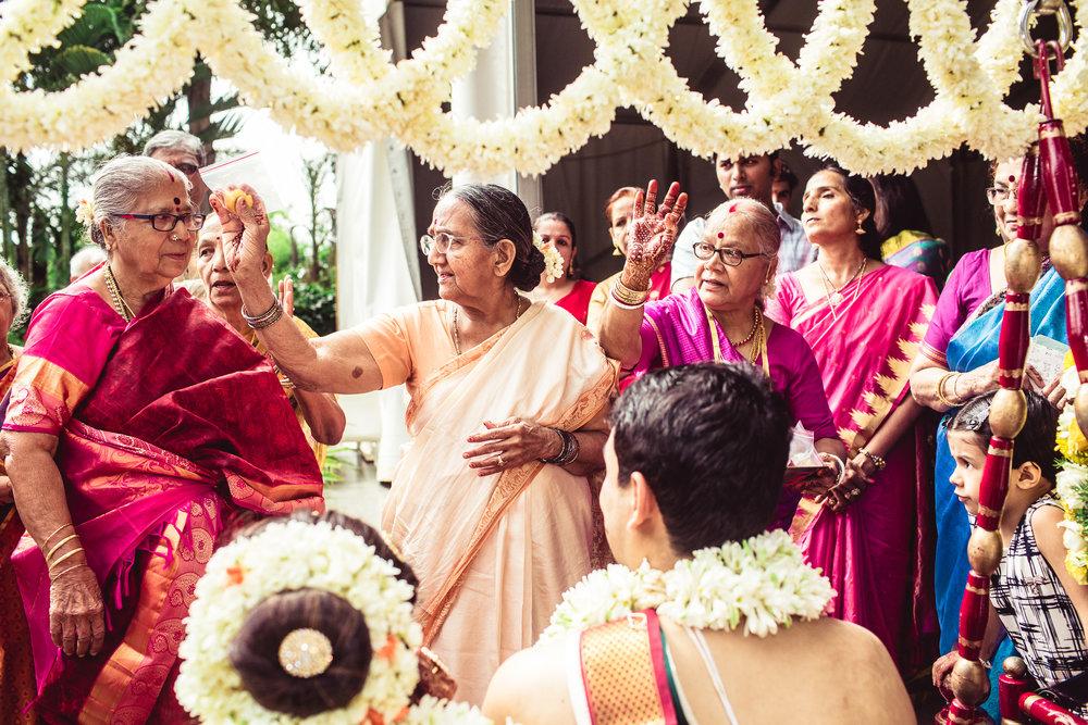 Candid-Photography-Tamil-Brahmin-Wedding-Bangalore-0062.jpg