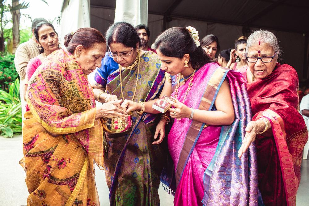 Candid-Photography-Tamil-Brahmin-Wedding-Bangalore-0064.jpg