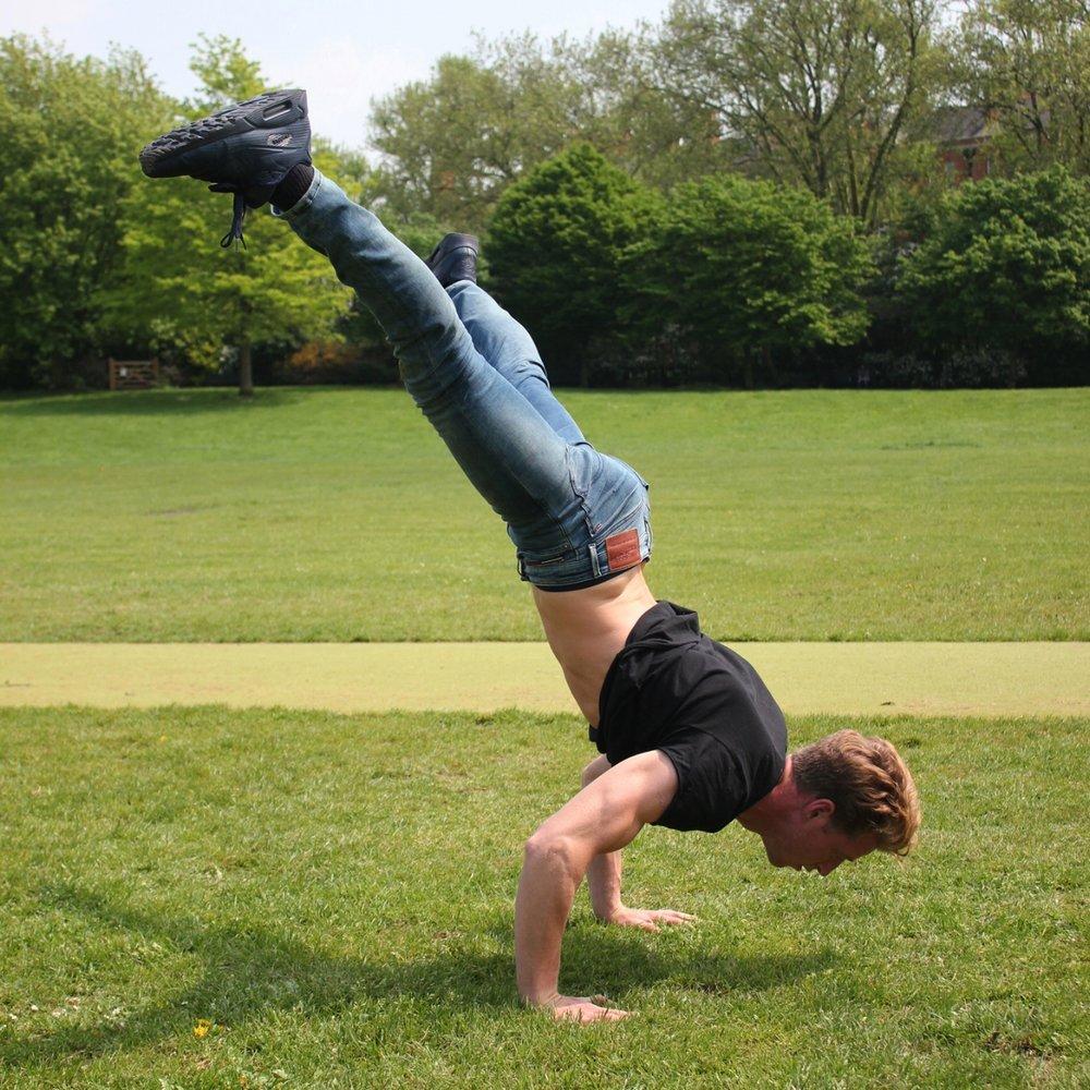 roger-frampton-handstand-battles