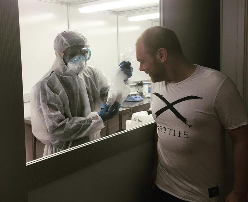 Peering into the Canavape laboratory.