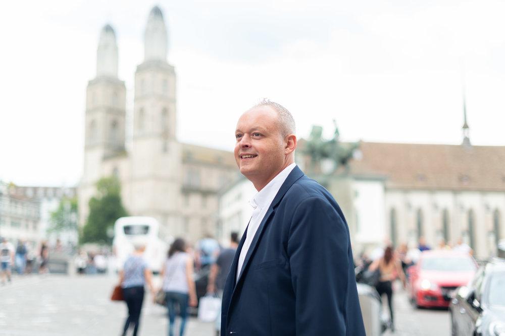 Stéphane Bonnier - 15 Jahre Erfahrungen in grossen KonzernenBei primitive ist uns wichtig, dass die beste Lösung aus der Zusammenfassung der Erfahrung eines jeden entsteht. Heute ist Alter kein Argument mehr - es ist die Summe von teilbaren Erfahrungen.