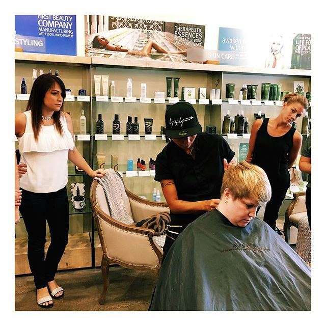 We had the pleasure of learning new razor cutting techniques this week at the salon. Aveda flew in the unbelievably talented Dylan  from Vancouver and sent her straight to Wabi Sabi! ✈️ ⠀⠀ How much would you love a brand new fresh razor cut? . . .  #seekthesimplicity #Aveda #dontquityourdaydream #hairstylist #londonbeautyacademy #mastercolorist #ldnontario #collegeofmakeupartanddesign #communityovercompetition #hairlove #healthyhair #hairenvy #naturalskincare #crueltyfree #howyouglow #ldnont #hairmagic #makeupandwakeup #organicskincare #pursuepretty #nontoxicliving #pixiecut