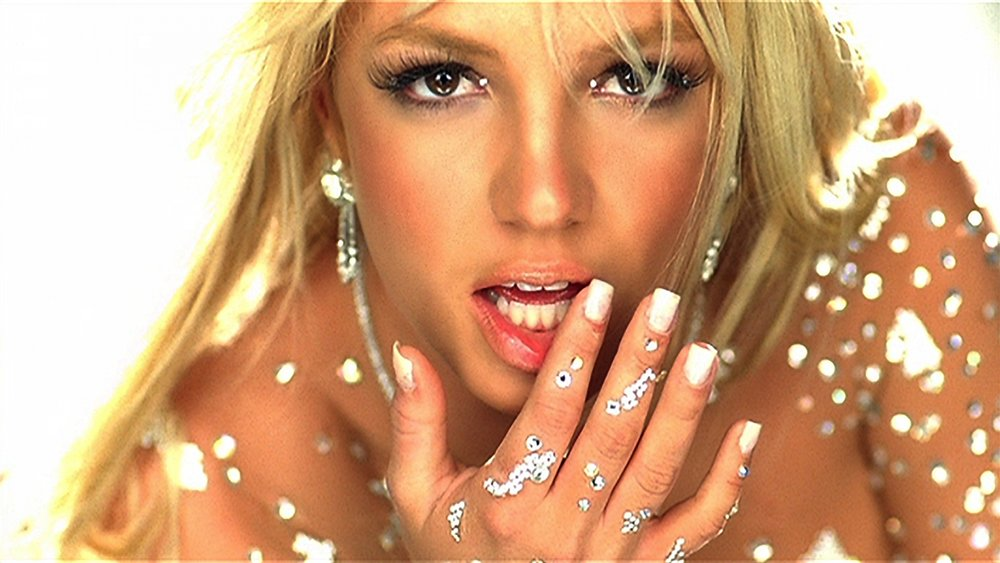 Britney had a totally square nail in her iconic Toxic video (so 2003. Loves it.)