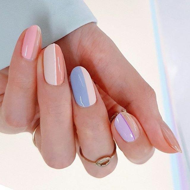 A round nail we love. Pic via  @unistella_by_ek_lab