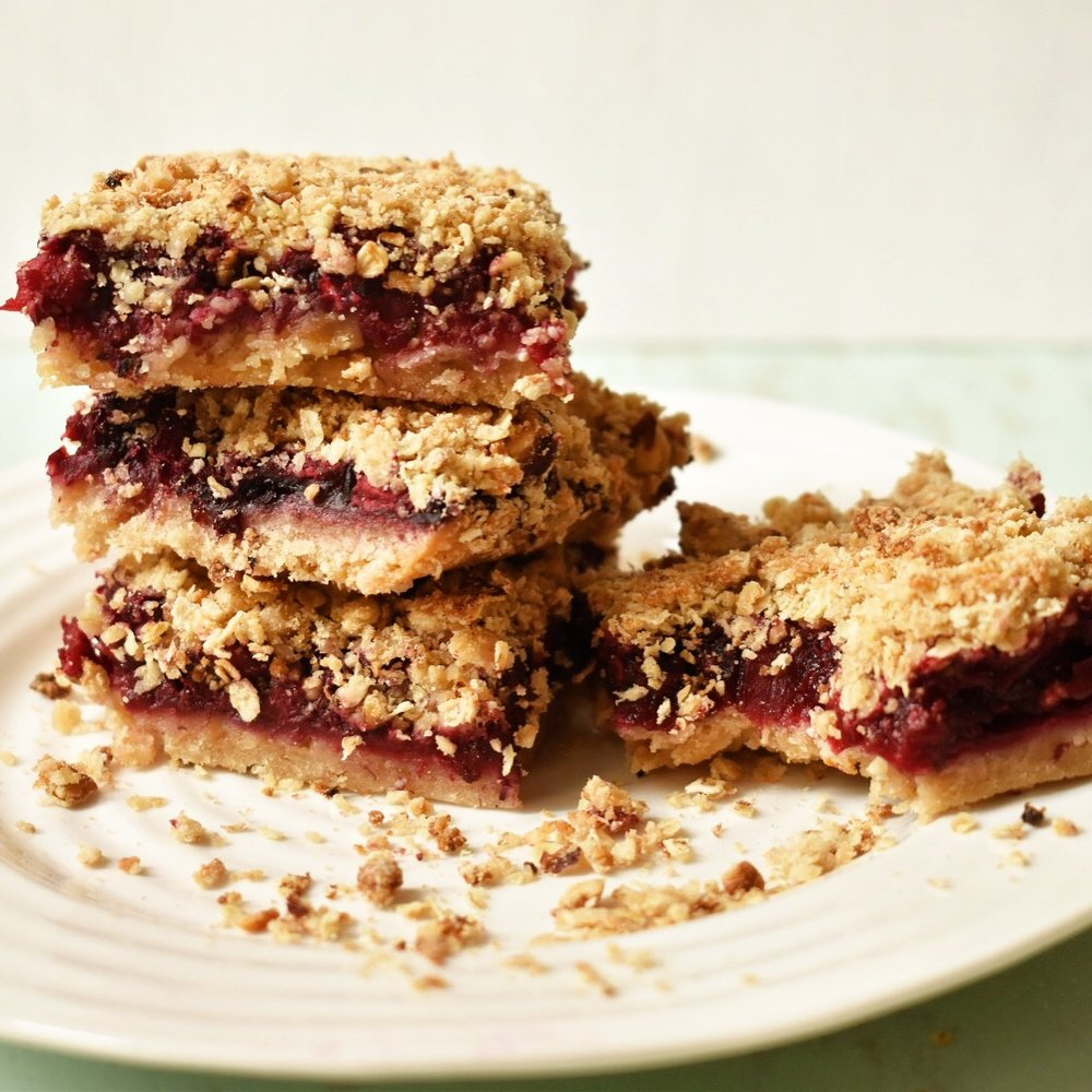 Vegan apple and blackberry crumble bars recipe