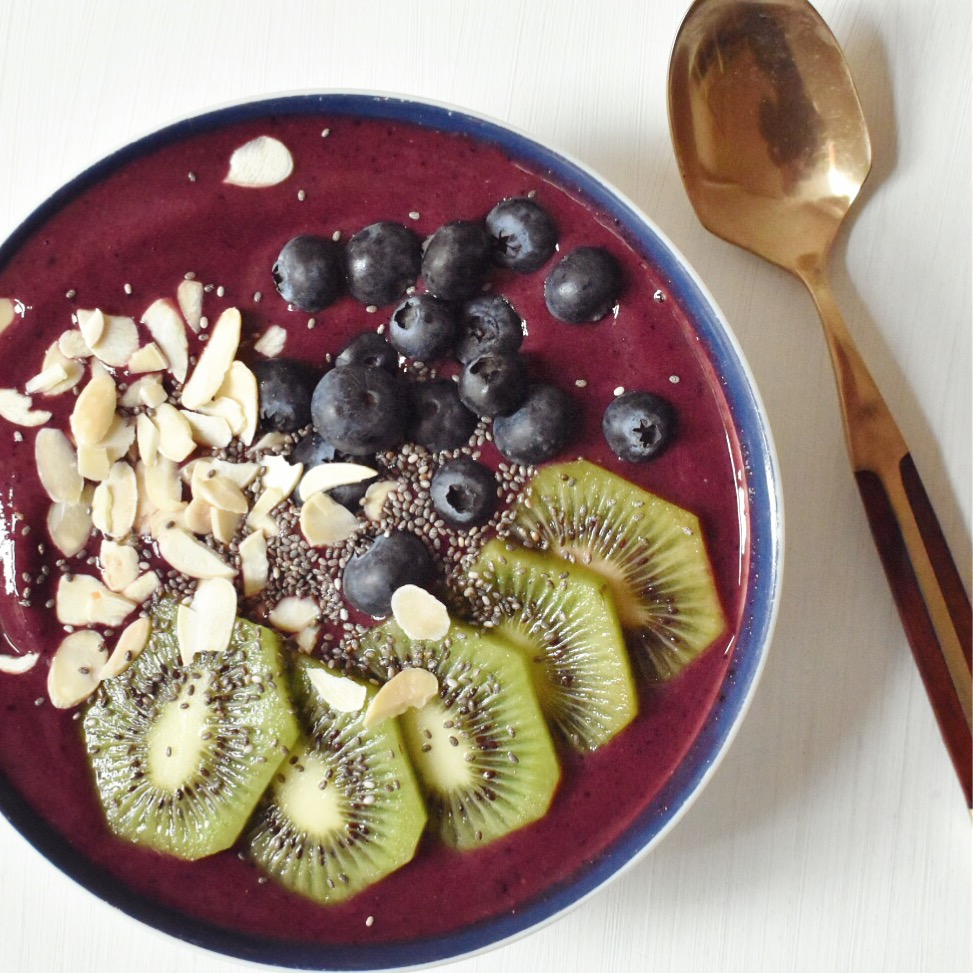 Vegan blueberry protein smoothie bowl recipe