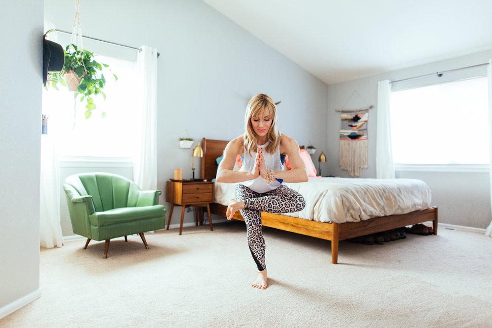 yogashoot-homesession-amylacyphotography-denver-32.jpg