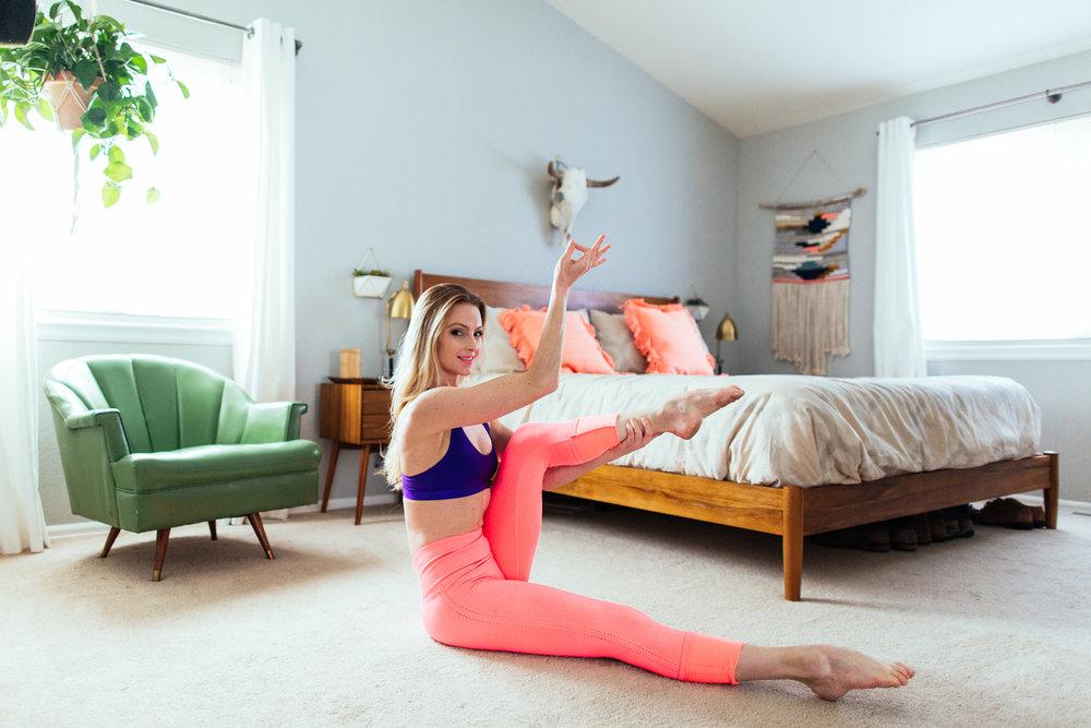 yogashoot-homesession-amylacyphotography-denver-38.jpg