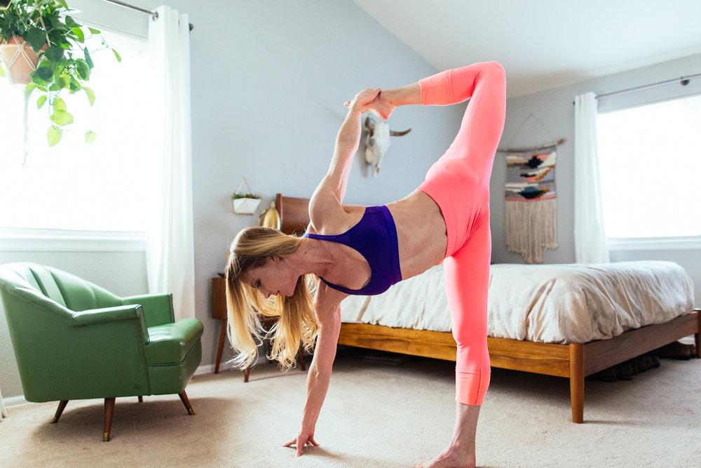 yogashoot-homesession-amylacyphotography-denver-41.jpg