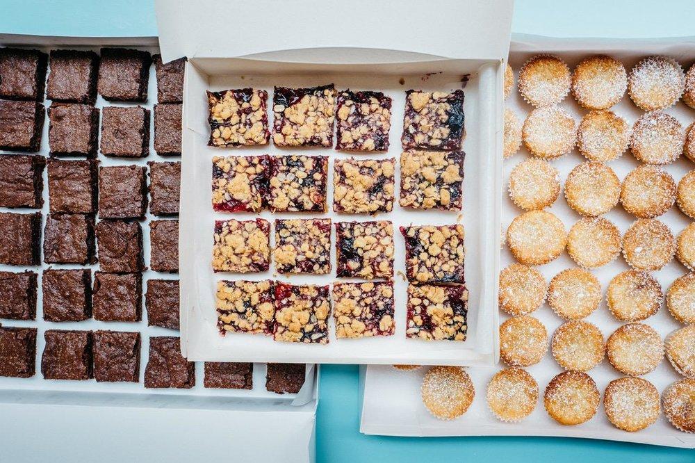C'est peut-être difficile à croire, mais ces gâteaux sont en taille mini! Ils sont prêts pour votre prochaine fête avec des amis qui aiment grignoter autant que nous...