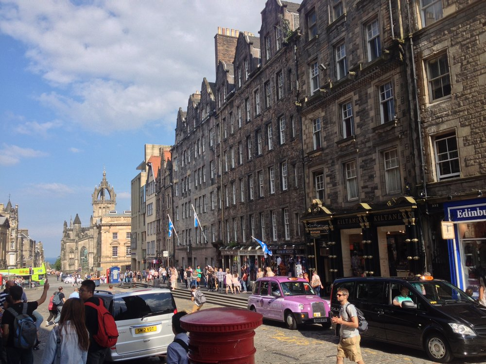There is a lot happening on the streets of Edinburgh, especially right around the castle! PS, how much do I love that pinky-purple weird car? The answer is A LOT.