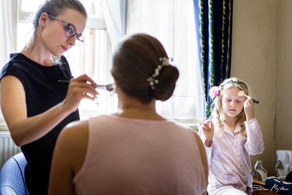 flower-girl-trying-make-up