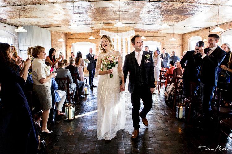 wedding-photographer-1-3_d711746eb8333a49bf47655da246894e.jpg
