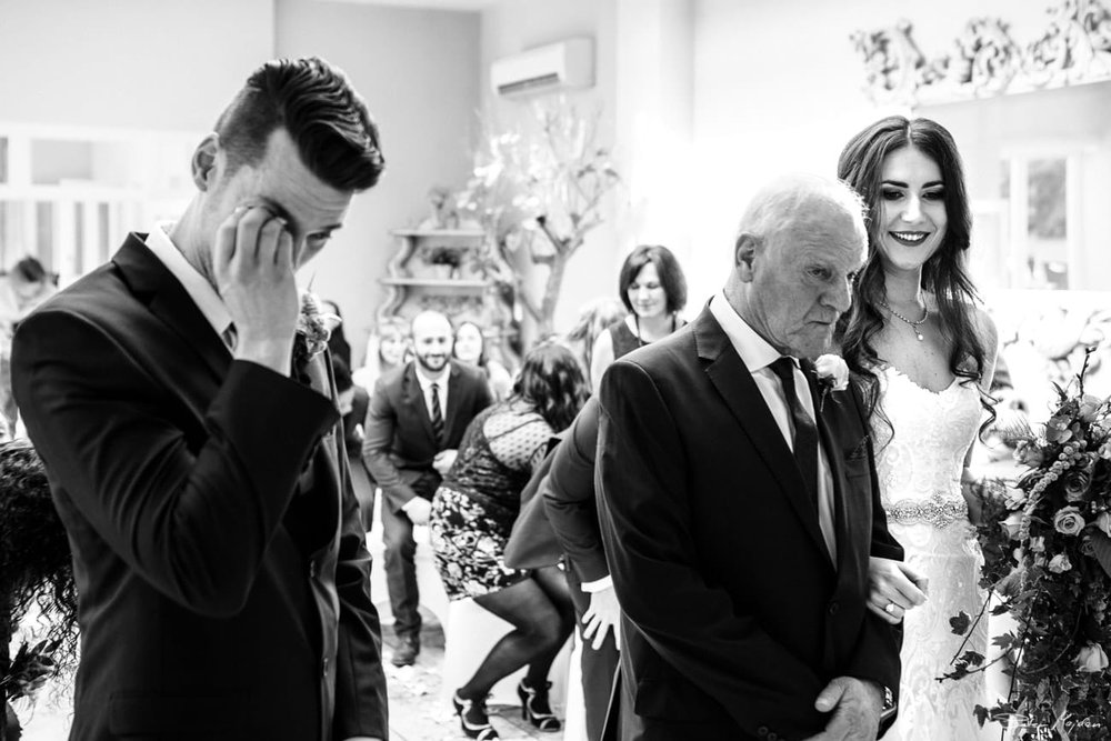 Woodborough-hall-wedding-photographer-16.jpg