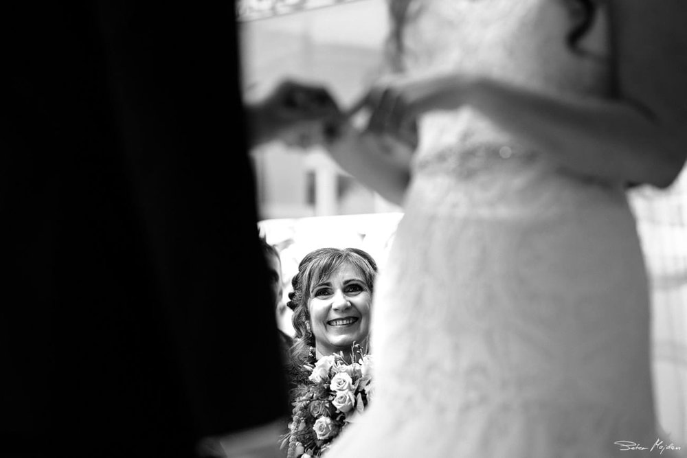 Woodborough-hall-wedding-photographer-18.jpg
