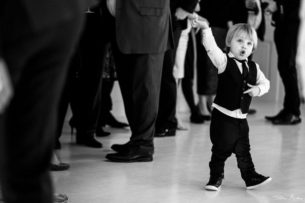 pageboy dancing