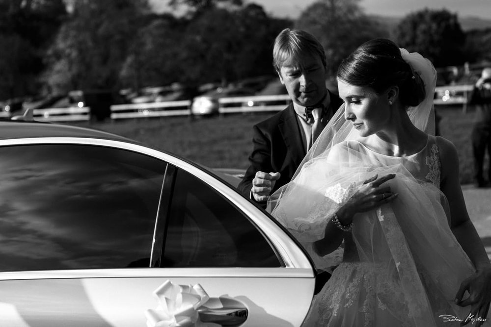 bride arriving to Chatsworth House