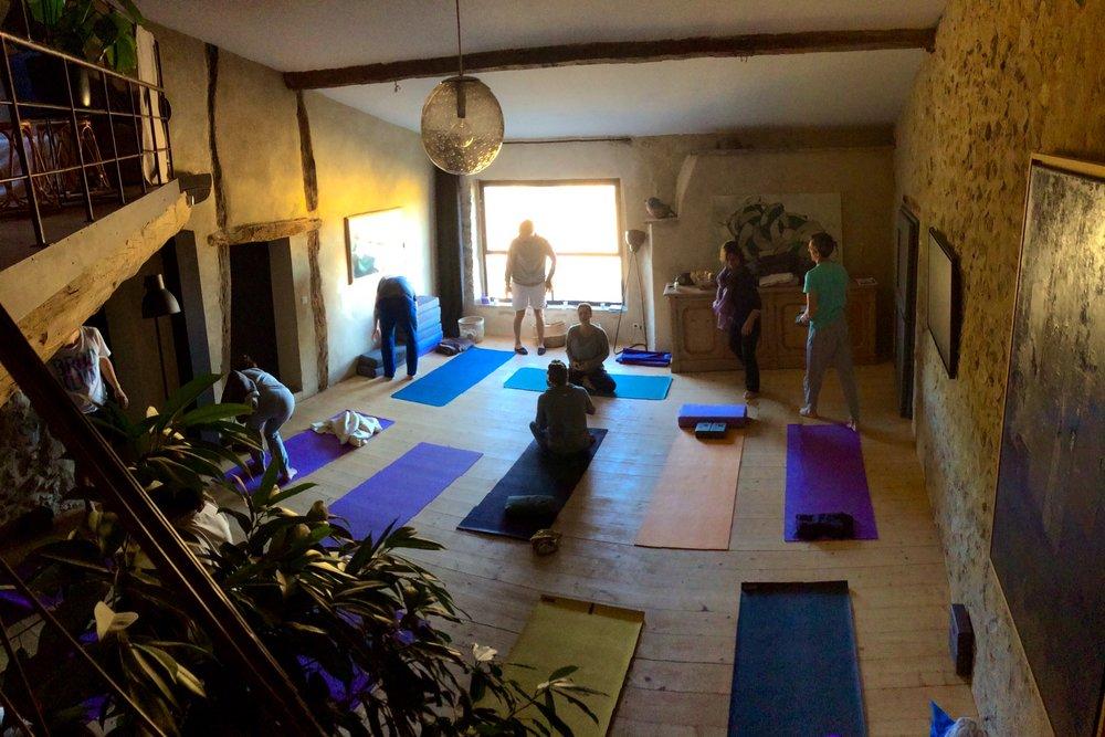 yoga groupe accueil La Demoiselle Drôme provençale gite