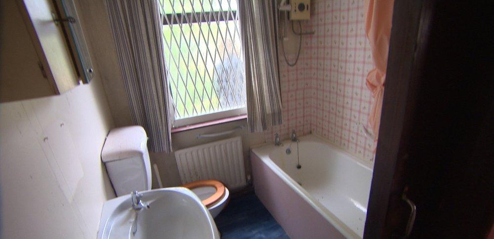 TX1 RTI10 Malahide Before Bathroom .jpg