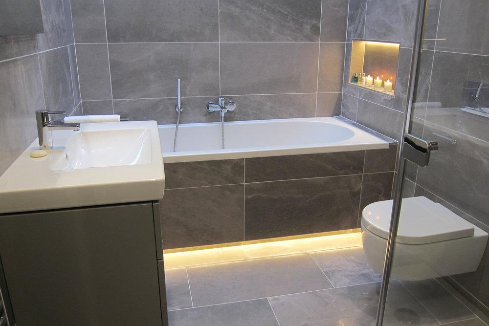 TX6 RTI10 Tempelogue AFTER Bathroom 2.JPG