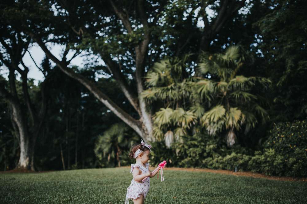 Family-Photography_Kids-playing-palmetum-Annandale_Lauren_and_Douglas-Lifestyle-Photographer-4.jpg