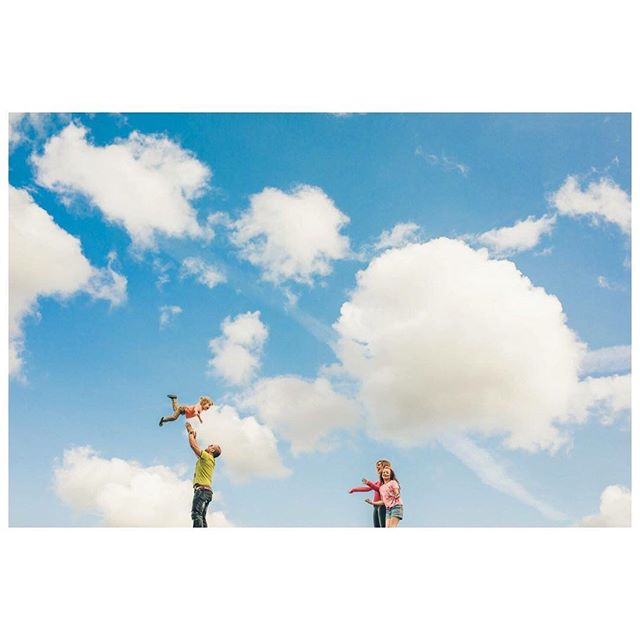Image 16 // Catch! . . . . . #familyphotography  #familyphotos  #happyfamily #childhoodmemories #instakids