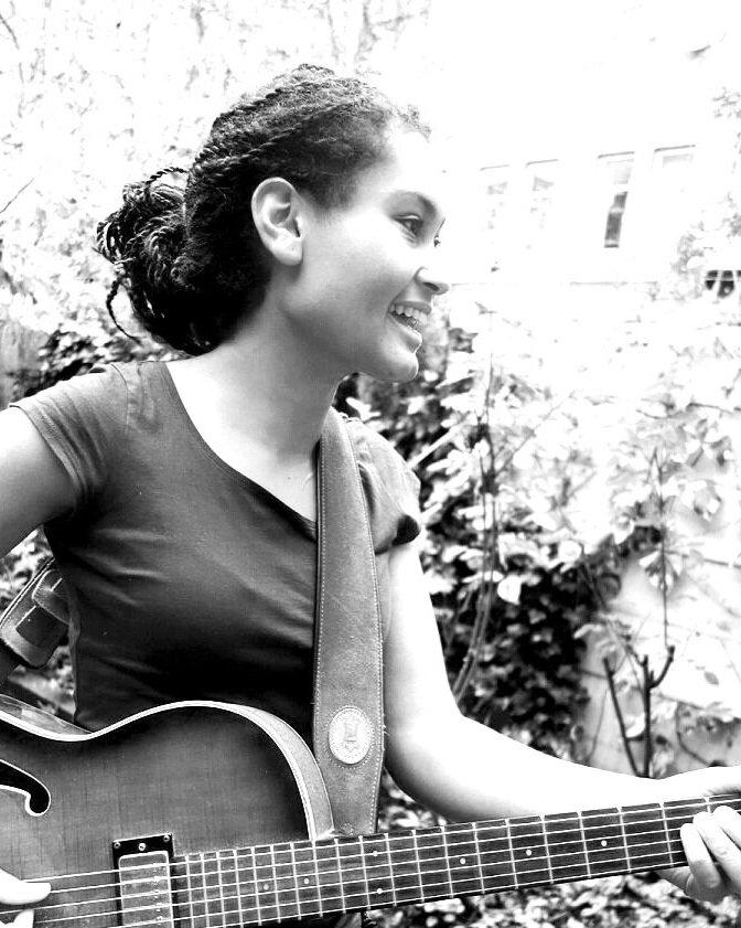 Coleta - Zangeres, Gitariste en Docent