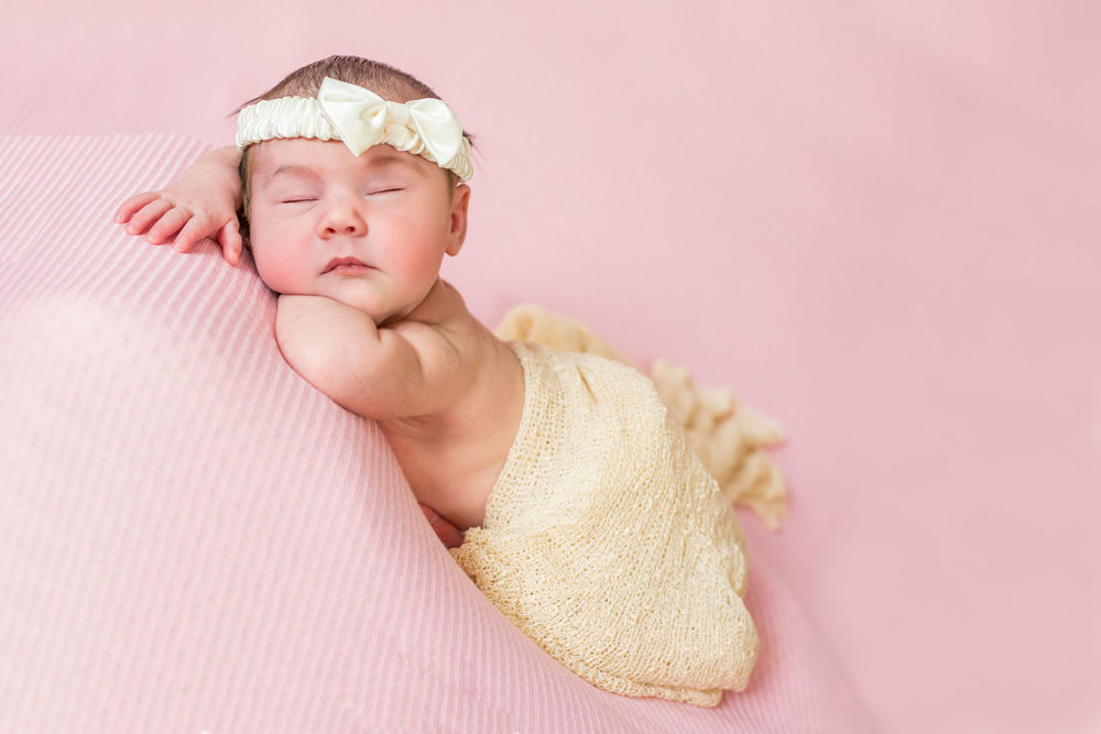 Cute newborn photo of baby girl from Thunder Bay