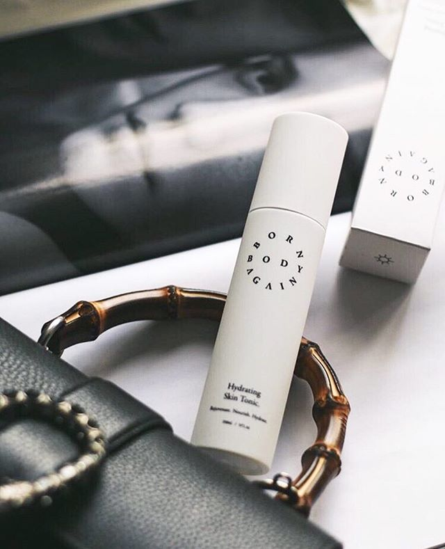 "Keep your skin hydrated and smooth with active ingredients like aloe vera, vitamin E and cucumber seed oil. Our Hydrating Skin Tonic is lightweight, non-greasy and comes in an easy-to-use bottle spray. What more could you want? Thanks for sharing the love @gemkwatts a ""beauty product unlike anything I've tried before."" ✨"