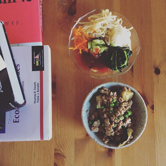 Simple dinner with #korean #banchan and #eggplant #pork simmer - getting ready for #cleaneating next week
