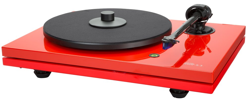 THE MUSIC HALL MMF-5.3 TURNTABLE IS A 2-SPEED BELT DRIVEN AUDIOPHILE TURNTABLE EMPLOYING THE  UNIQUE DUAL-PLINTH CONSTRUCTION ORIGINATED BY MUSIC HALL. THE DISTINCTIVE DESIGN ISOLATES THE  CRITICAL SOUND REPRODUCING COMPONENTS; PLATTER, MAIN BEARING, TONEARM, AND CARTRIDGE ON THE  TOP PLATFORM FROM THE MOTOR, SWITCH, WIRING, AND FEET WHICH ARE MOUNTED ON THE BOTTOM  PLATFORM. VISO-ELASTIC CONES SEPARATE THE TWO PLATFORMS AND PROVIDE VIBRATION DAMPING. THE  MMF-5.3 COMES COMPLETE WITH AN ORTOFON 2M BLUE CARTRIDGE.