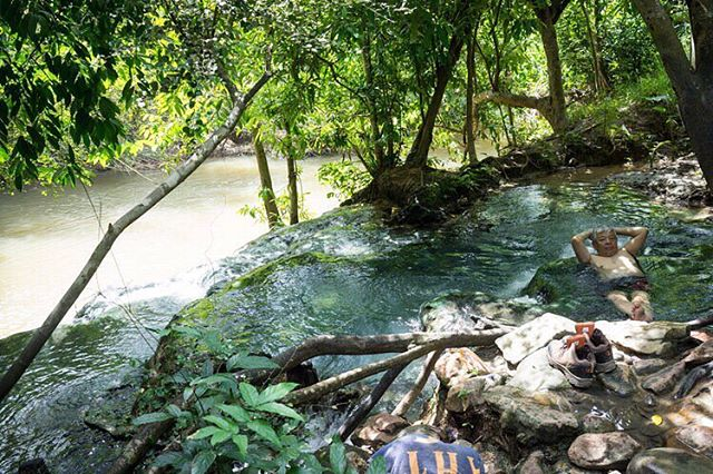 Klong Thom, Krabi hot springs in Thailand. Chillin for a livin in nature's hot tub, courtesy of deep volcanic chambers. 📷 @anjelicajardiel