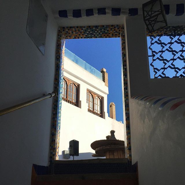 One of my favorite things about Morocco is exploring the hidden crevices between each winding alley. Each door is an entrance to a magical world. Where the old meets the new. Where all of your senses are titillated simultaneously. Unlike anything you've ever experienced before. @daniellerobles