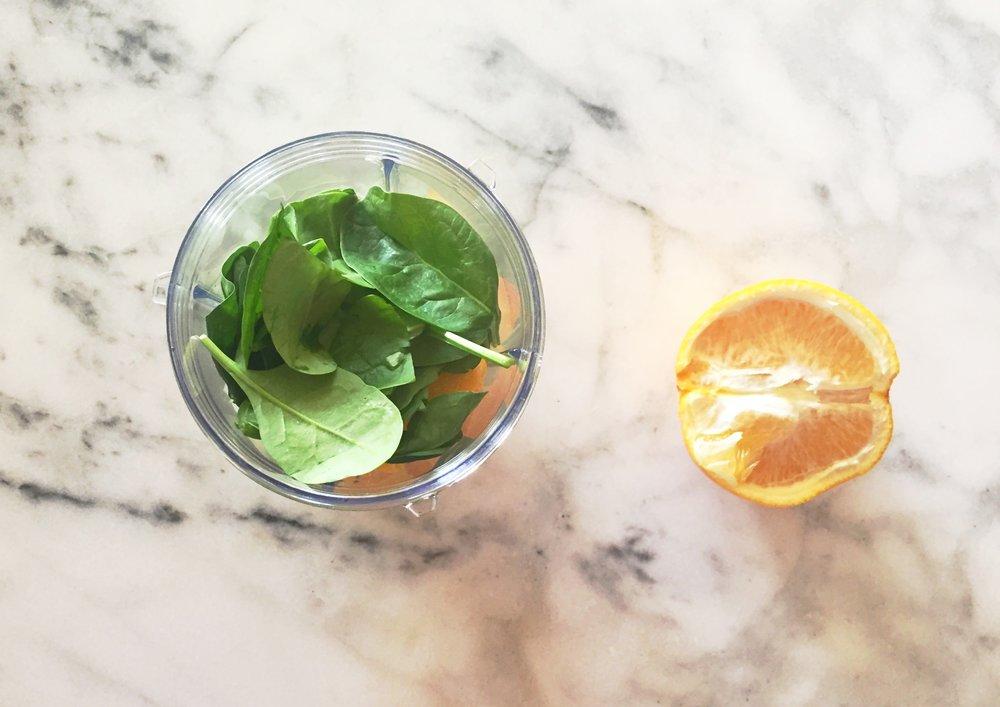 mango spinach smoothie.jpg